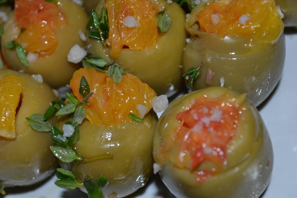 Oliven mit Orangenfüllung