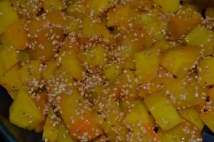 Gelbe Bete-Salat mit Sesam