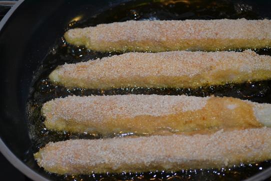 panierten Spargel mit Schinken frittieren