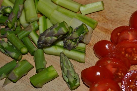 grüner Spargel, Tomaten