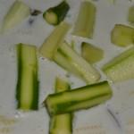 grüner Spargel in Kokosmilch