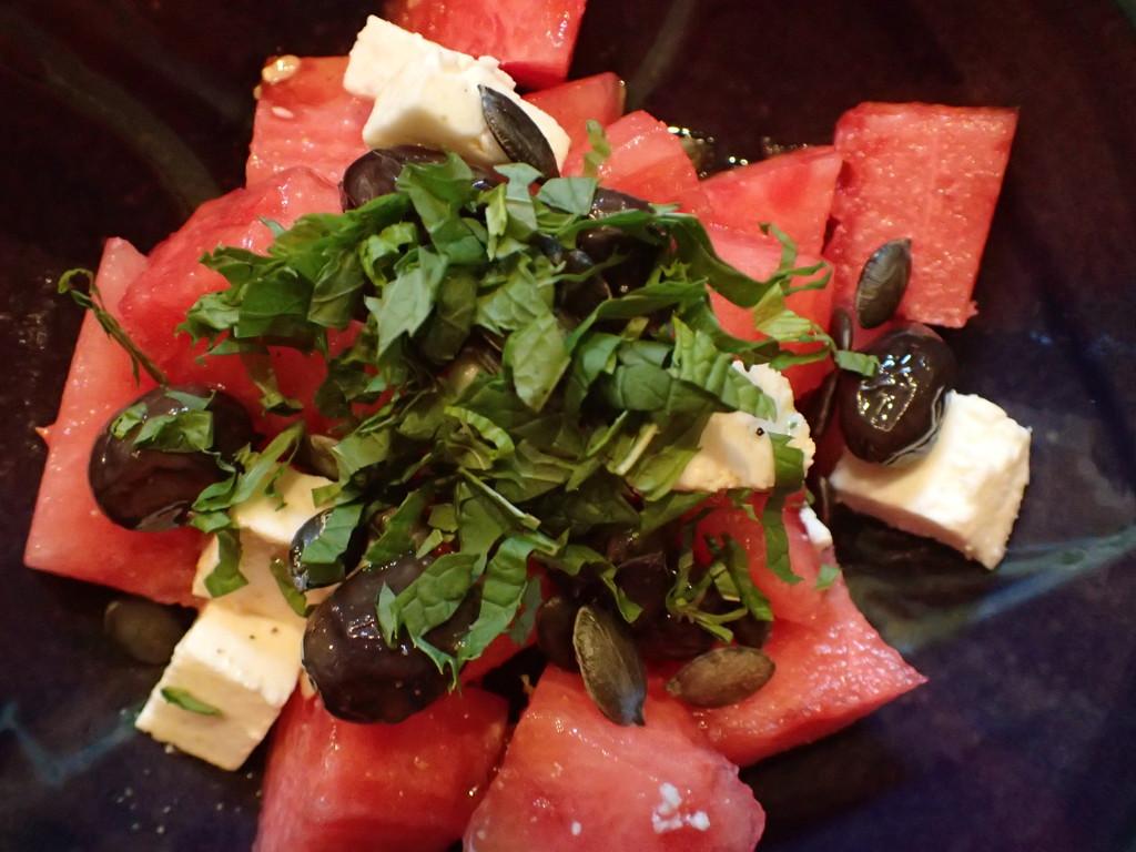 Wassermelonensalat mit Feta und Oliven