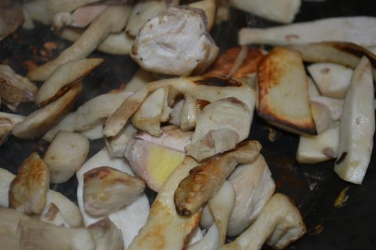 Steinpilze in sehr heißer Pfanne anbraten
