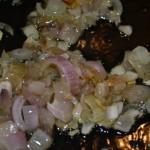 Schalotten in Olivenöl anbraten