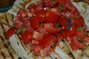 Patisson mit Tomaten