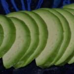 Avocado in Scheiben schneiden