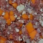 alle Zutaten mit dem gehackten Rindfleisch mischen