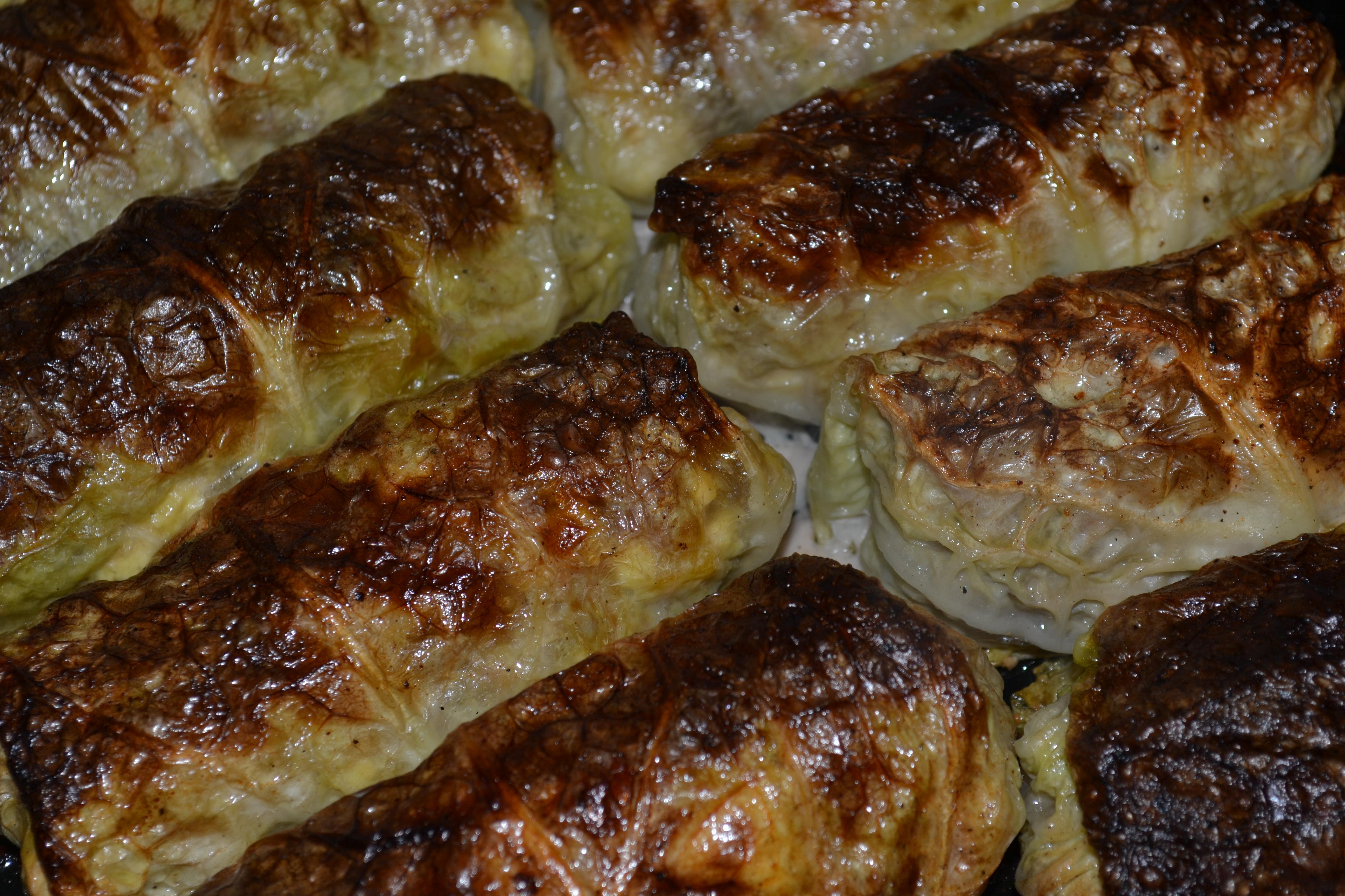 Wirsingrouladen zunächst ohne Flüssigkeit 15 min im Ofen garen