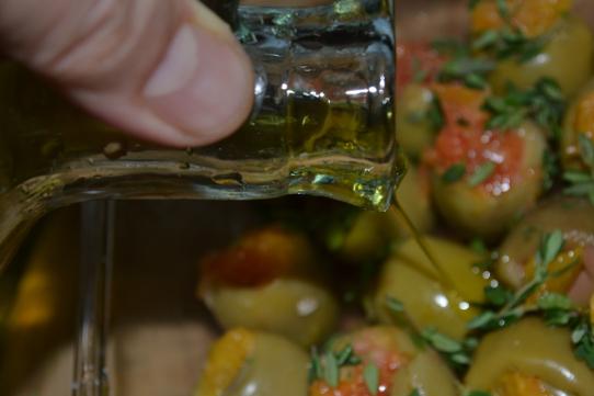 mit etwas Olivenöl beträufeln