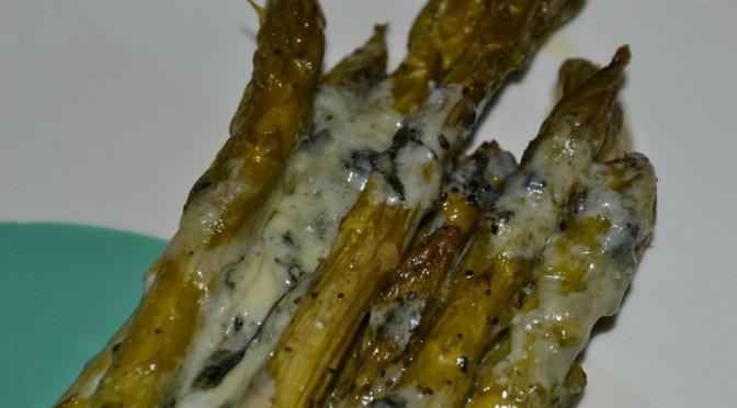 Spargel mit Blauschimmelkäse