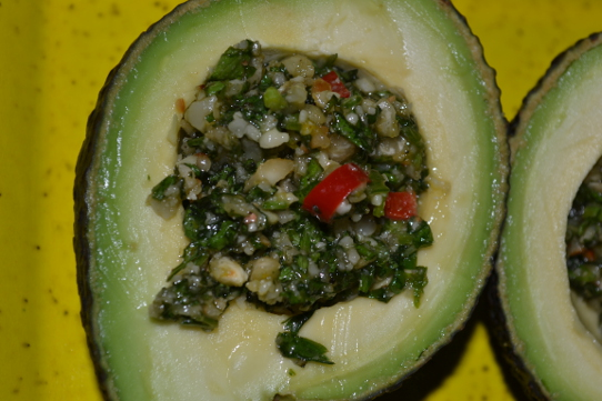 Avocado mit Koriandersauce